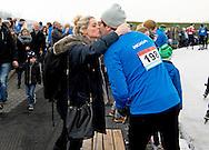 BIDDINGHUIZEN - Liza Sips met haar vriend die mee doet tijdens de tweede editie van De Hollandse 100 op FlevOnice, een sportief evenement van fonds Lymph en Co ter ondersteuning van onderzoek naar lymfeklierkanker.  COPYRIGHT ROBIN UTRECHT<br /> BIDDINGHUIZEN -  During the second edition of the Dutch 100 on FlevOnice, a sporting event fund Lymph and Co. to support research into lymphoma. COPYRIGHT ROBIN UTRECHT
