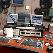Ochtend radioshow Gordon bij Radio Noordzee, mengtafel
