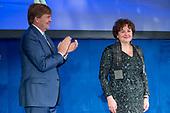 Koning reikt Erasmusprijs 2017 uit aan Michele Lamont