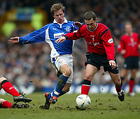 Fotball: Everton Tobias Linderoth and Crewe Kenny Lunt during the F.A. Cup 5th Round tie at Goodison Park. The game finished 0-0. 17.02.2002.<br />Foto: David Rawcliffe, Digitalsport