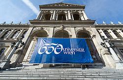 THEMENBILD - Banner mit Aufschrift 650-Jahre- Jubiläum der Universität Wien. Die Universität Wien ist eine der größten Universitäten Mitteleuropas und wurde 1365 gegründet. Aufgenommen am 09.03.2015 in Wien, Österreich // banner with label 650 Years of the University of Vienna Anniversary. The University of Vienna is a public university and the largest in Austria and was founded by Duke Rudolph IV in 1365. Austria on 2015/03/09. EXPA Pictures © 2015, PhotoCredit: EXPA/ Michael Gruber