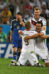 13.07.2014, Maracana, Rio de Janeiro, BRA, FIFA WM, Deutschland vs Argentinien, Finale, im Bild Schlusspfiff beim WM-Finale 2014. Grenzenloser Jubel bei den deutschen Spielern Andre Schuerrle (GER), Mats Hummels (GER) und Per Mertesacker (GER). Links ein enttaeuschter Lionel Messi (ARG) // during Final match between Germany and Argentina of the FIFA Worldcup Brazil 2014 at the Maracana in Rio de Janeiro, Brazil on 2014/07/13. EXPA Pictures © 2014, PhotoCredit: EXPA/ Eibner-Pressefoto/ Cezaro<br /> <br /> *****ATTENTION - OUT of GER*****