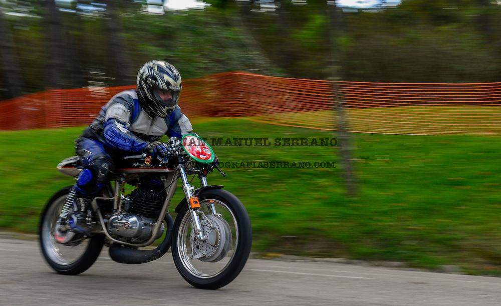 29-09-2013 Santander<br /> IV Gran Carrera Motos Clasicas en el Palacio de la Magdalena<br /> Jorge Abal Padin , con la moto Montesa MBC250<br /> Fotos: Juan Manuel Serrano Arce
