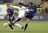 Fotball<br /> UEFA-cup 2003/04<br /> Inter Milan v Olympique Marseille<br /> 14. april 2004<br /> Foto: Digitalsport<br /> NORWAY ONLY<br /> <br /> MIDO (OM) / CRISTIANO ZANETTI / FABIO CANNAVARO (INT)