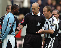 Credit: Back Page Images / Matthew Impey. Newcastle United v Fulham, FA Premiership, 7/11/2004. Captain's Andy Cole (Fulham, left) and Alan Shearer (Newcastle) at the start of the game.