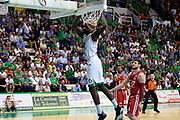 DESCRIZIONE : Siena Lega A 2013-14 Montepaschi Siena vs EA7 Emporio Armani Milano playoff Finale gara 4<br /> GIOCATORE : Othello Hunter<br /> CATEGORIA : Schiacciata Sequenza<br /> SQUADRA : Montepaschi Siena<br /> EVENTO : Finale gara 4 playoff<br /> GARA : Montepaschi Siena vs EA7 Emporio Armani Milano playoff Finale gara 4<br /> DATA : 21/06/2014<br /> SPORT : Pallacanestro <br /> AUTORE : Agenzia Ciamillo-Castoria/GiulioCiamillo<br /> Galleria : Lega Basket A 2013-2014  <br /> Fotonotizia : Siena Lega A 2013-14 Montepaschi Siena vs EA7 Emporio Armani Milano playoff Finale gara 4<br /> Predefinita :