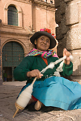 Old woman spinning wool, Cuzco, Peru, South America