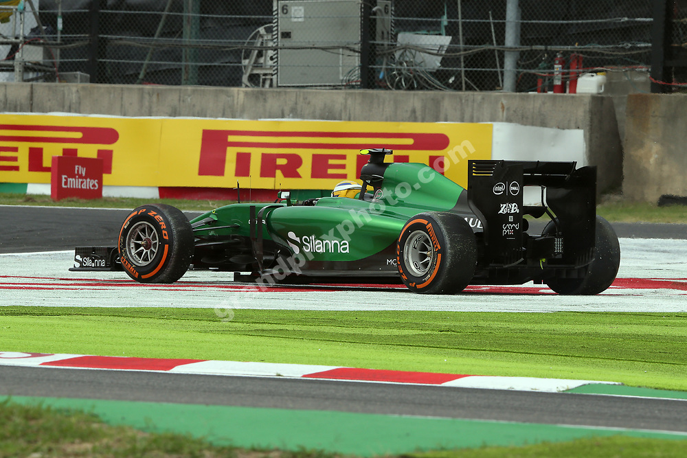 Marcus Ericsson (Caterham-Renault) spinning off the track during qualifying for the 2014 Japanese Grand Prix in Suzuka. Photo: Grand Prix Photo