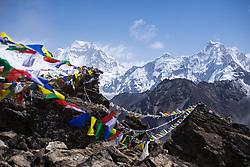 """THEMENBILD - Wanderung im Sagarmatha National Park in Nepal, in dem sich auch sein Namensgeber, der Mount Everest, befinden. In Nepali heißt der Everest Sagarmatha, was übersetzt """"Stirn des Himmels"""" bedeutet. Die Wanderung führte von Lukla über Namche Bazar und Gokyo bis ins Everest Base Camp und zum Gipfel des 6189m hohen Island Peak. Aufgenommen am 15.05.2018 in Nepal // Trekkingtour in the Sagarmatha National Park. Nepal on 2018/05/15. EXPA Pictures © 2018, PhotoCredit: EXPA/ Michael Gruber"""