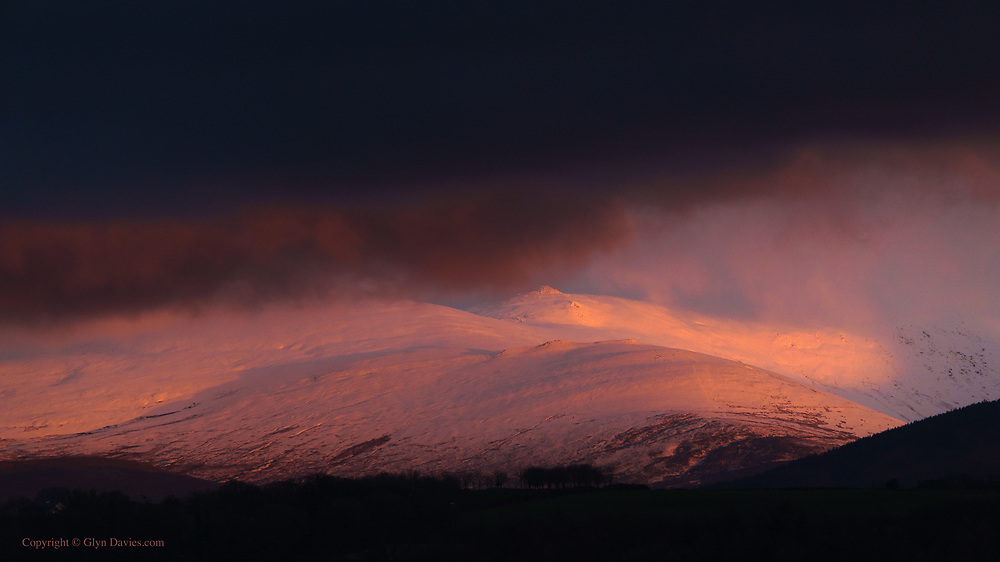 In one giant brushstroke of glorious sunset, the Carneddau foothills were revealed as only a painter could imagine them.