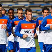 NLD/Katwijk/20100809 - Training van het Nederlands elftal, (VLNR) ?, Wout Brama, Theo Janssen  (R)