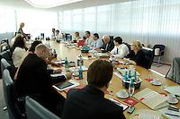 22 AUG 2005, BERLIN/GERMANY:<br /> Ueberischt vor Beginn der Sitzung des SPD Praesidiums, Willy-Brandt-Haus<br /> IMAGE: 20050822-01-011<br /> KEYWORDS: Präsidium, Übersicht