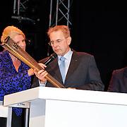 NLD/Arnhem/20121103 - 100 Jarig bestaan NOC/NSF Sportparade, Jaques Rogge met de Olympische  fakkel van de O.S. 2012 Londen, Willem-Alexander