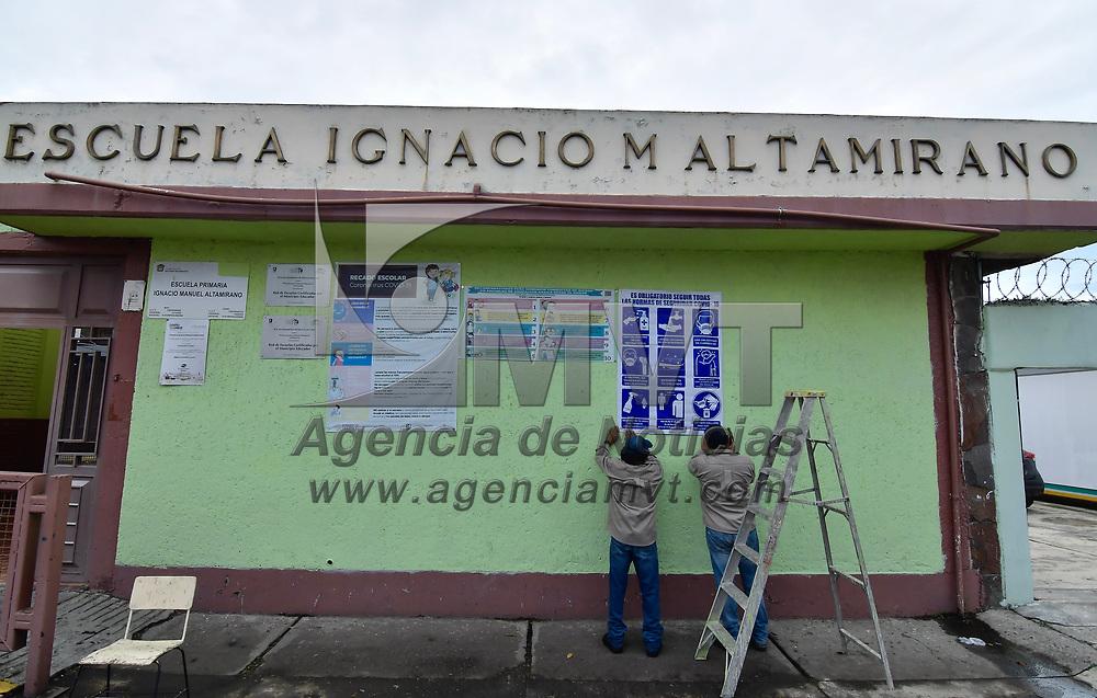 Toluca, México.- Escuelas de nivel básico y superior en el municipio de Toluca presentaron baja afluencia de alumnos en el primer día de clases presenciales después de más de un año de haberse suspendido por la pandemia provocada por COVID-19. Agencia MVT / Arturo Hernández.