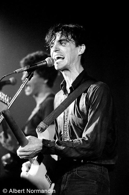 David Byrne of the Talking Heads singing wild