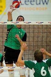 27-10-2012 VOLLEYBAL: VV ALTERNO - E DIFFERENCE SSS: APELDOORN<br /> Eerste divisie A mannen - Alterno wint met 4-0 van SSS / Reinald Mast<br /> ©2012-FotoHoogendoorn.nl