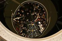 15 DEC 2003, BERLIN/GERMANY:<br /> Gerhard Schroeder, SPD, Bundeskanzler, und Joschka Fischer, B90/Gruene, Bundesaussenminister, spiegeln sich in einem runden Spiegel an der Decke der Wandelhalle, waehrend der Pressekonferenz zu den Ergebnissen der Sitzung des Vermittlungsausschusses, Bundesrat<br /> IMAGE: 20031215-01-005<br /> KEYWORDS: Pressestatement, Mikrofon, microphone, Journalist, Journalisten, Gerhard Schröder