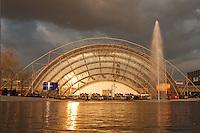 16.04.1998, Germany/Leipzig:<br /> Glaskuppelbau und Eigangshalle der Neuen Leipziger Messe<br /> IMAGE: 19980416-02/01-04