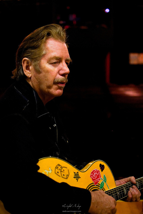Dan Hicks on stage after the show at The Appel Farm in Elmer, NJ