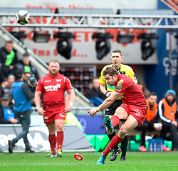 Scarlets' Leigh Halfpenny kicks at goal<br /> <br /> Photographer Simon King/Replay Images<br /> <br /> Guinness PRO14 Round 19 - Scarlets v Glasgow Warriors - Saturday 7th April 2018 - Parc Y Scarlets - Llanelli<br /> <br /> World Copyright © Replay Images . All rights reserved. info@replayimages.co.uk - http://replayimages.co.uk