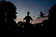 Maickel Melamed y el equipo de Paso a Paso hacia la Meta durante la carrera 10K Gatorade realizada el 28 de febrero de 2010. PPM muestra una historia que desafia todos los diagnosticos e inspira a cada quien a llegar mas alla de lo pensable. (Ivan Gonzalez).