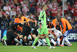 19.05.2012, Allianz Arena, Muenchen, GER, UEFA CL, Finale, FC Bayern Muenchen (GER) vs FC Chelsea (ENG), im Bild Manuel NEUER (Bayern Muenchen) ist frustriert. Dahinter jubelt Chelsea // during the Final Match of the UEFA Championsleague between FC Bayern Munich (GER) vs Chelsea FC (ENG) at the Allianz Arena, Munich, Germany on 2012/05/19. EXPA Pictures © 2012, PhotoCredit: EXPA/ Eibner/ Eckhard Eibner..***** ATTENTION - OUT OF GER *****