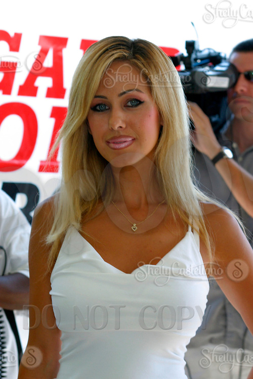 Jul 09, 2002; Los Angeles, CA, USA; Actress SHAUNA SANDS arrives @ SUGAR RAY LEONARD BOXING first year anniversary which was celebrated with a live fight night on ESPN2 from the Playboy Mansion in Holmby Hills.  Over 350 invited guests attended the cocktail reception and showdown in the back yard of Playboy HUGH HEFNER's 5.5 acre estate. <br />Mandatory Credit: Photo by Shelly Castellano/ZUMA Press.<br />(©) Copyright 2002 by Shelly Castellano