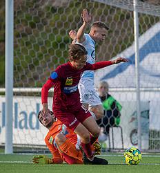 Jeppe Kjær (FC Helsingør) stoppes af målmand Marcus Bobjerg og Mads Agger (Skive IK) under kampen i 1. Division mellem FC Helsingør og Skive IK den 18. oktober 2020 på Helsingør Stadion (Foto: Claus Birch).