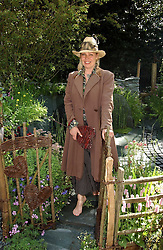 KIM WILDE at the 2005 RHS Chelsea Flower Show on 23rd May 2005<br /><br />NON EXCLUSIVE - WORLD RIGHTS