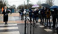 Sokolka, woj. podlaskie, 27.11.2019. Uroczyste otwarcie nowego wiaduktu nad torami kolejowymi prowadzacymi w kierunku granicy z Bialorusia. Wybudowany kosztem 64 mln zlotych wiadukt, ulatwi zycie mieszkancom powiatowej Sokolki, ktorzy czasami musieli czekac nawet 15-20 minut na podniesienie szlabanu. N/z Wieslawa Burnos ( L ) Czlonek Zarzadu Wojewodztwa Podlaskiego fot Michal Kosc / AGENCJA WSCHOD