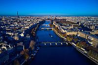 France, Paris (75), zone classée Patrimoine Mondial de l'UNESCO, le Louvre, la Tour Eiffel et la Seine // France, Paris (75), area listed as World Heritage by UNESCO, the Louvre, the Eiffel Tower and the Seine