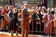 Her Majesty the queen and members of the royal family celebrate Saturday 29 April 2006 Queensday in the province flevoland in the cities  Zeewolde and almere.<br /> <br /> Hare Majesteit de Koningin en leden van de Koninklijke Familie vieren zaterdag 29 april 2006 Koninginnedag mee in de provincie Flevoland en wel in Zeewolde en Almere.<br /> <br /> On the Photo / Op dce foto: Princess Maxima and Prins Willem Alexander walking through the streets of Almere / Princes Maxima en Prins Willem Alexander loopen door de straat van Almere