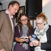 NLD/Hilversum/20151103, Najaarspresentatie met o.a. boekpresentatie Will Luikinga en Vincent Bijlo, Vincent Bijlo met zijn moeder en Mariska Reijmerink