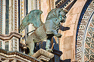 Bronze statue of a lion representing the the Evangelist Mark created by Maitani and collaborators between 1325 and 1330 on the14th century Tuscan Gothic style facade of the Cathedral of Orvieto, designed by Maitani, Umbria, Italy .<br /> <br /> Visit our ITALY HISTORIC PLACES PHOTO COLLECTION for more   photos of Italy to download or buy as prints https://funkystock.photoshelter.com/gallery-collection/2b-Pictures-Images-of-Italy-Photos-of-Italian-Historic-Landmark-Sites/C0000qxA2zGFjd_k<br /> .<br /> <br /> Visit our MEDIEVAL PHOTO COLLECTIONS for more   photos  to download or buy as prints https://funkystock.photoshelter.com/gallery-collection/Medieval-Middle-Ages-Historic-Places-Arcaeological-Sites-Pictures-Images-of/C0000B5ZA54_WD0s