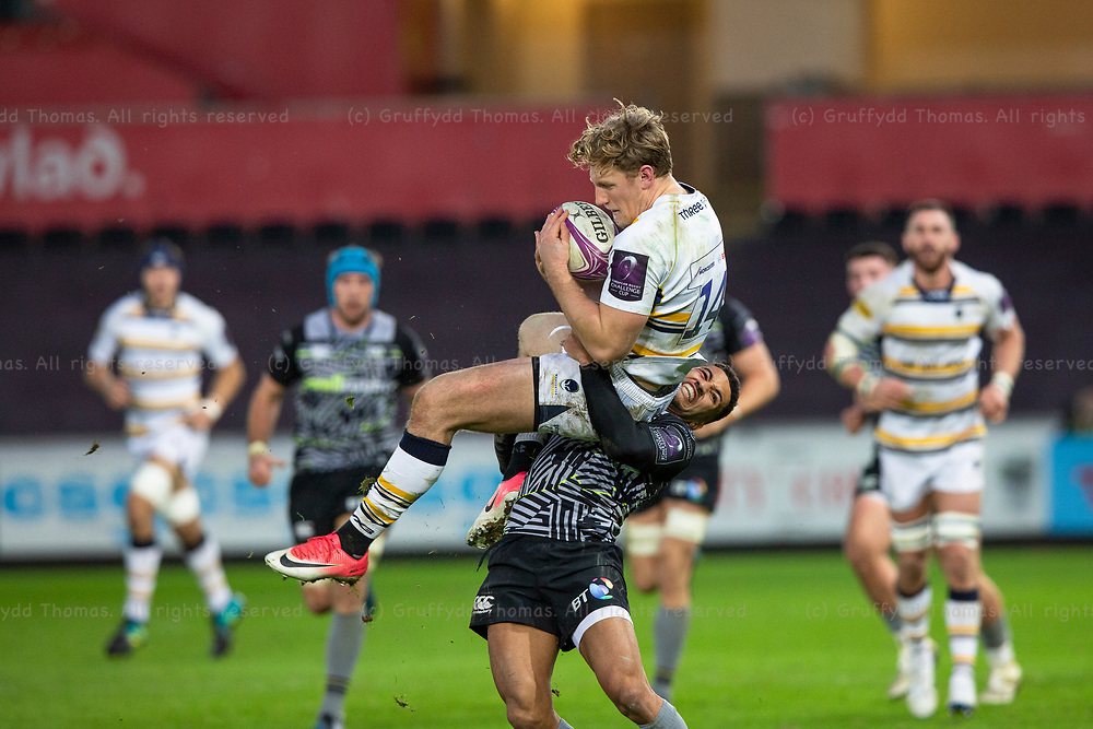 Liberty Stadium, Swansea, Wales, UK. Saturday 12 January 2019. Worcester Warriors right wing Tom Howe is tackled in the air by Ospreys left wing Keelan Giles as he takes a high ball in  the European Rugby Challenge Cup rugby match between Ospreys and Worcester Warriors.
