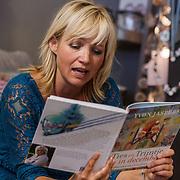 NLD/Barneveld/20131102 - Presentatie kinderboek Ties en Trijntje in December van Yvon Jaspers,