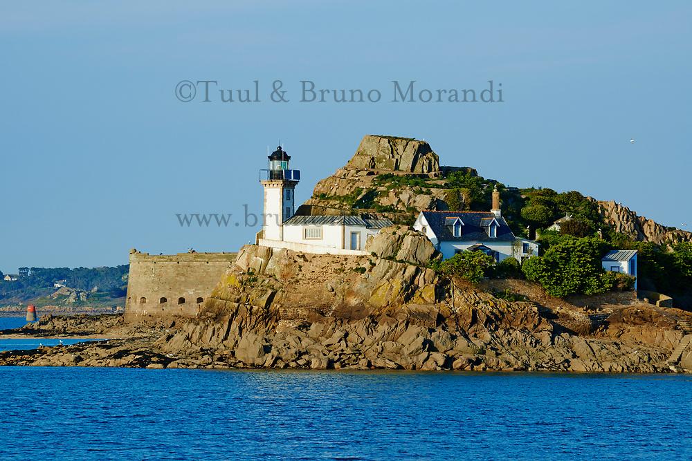 France, Finistère (29), Baie de Morlaix, île Louet et son phare // France, Briitany, Finistere, light house on Louet island