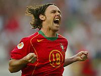 Fotball<br /> Euro 2004<br /> 16.06.2004<br /> Foto: SBI/Digitalsport<br /> NORWAY ONLY<br /> <br /> Maniche celebrates the opener for Portugal<br /> Portugal v Russland 2-0
