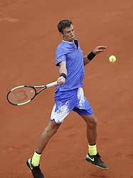 2017?5?31?.      ?????1???——???????????.       5?30??Andrey Kuznetsov?????.       ???????????2017?????????????????????????3?1???????Andrey Kuznetsov???????.        ????????.(SP) FRANCE-PARIS-TENNIS-ROLAND GARROS-DAY 3.(170531) -- PARIS, May 31, 2017  Andrey Kuznetsov of Russia competes during the men's singles first round match with  Andy Murray of Great Britain at French Open Tennis Tournament 2017 in Roland Garros, Paris, France on May 30, 2017. (Credit Image: © Han Yan/Xinhua via ZUMA Wire)