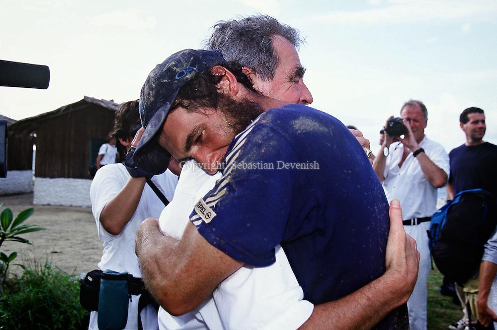 GBN001019<br /> Gabon , 27/ 10/2000 ©Sebastian Devenish<br /> Mike Horn/ Latitude 0¡: Moment of emotion for Marco Landolt, sponsor and friend of Mike