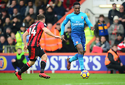 Danny Welbeck of Arsenal takes on Ryan Fraser of Bournemouth - Mandatory by-line: Alex James/JMP - 14/01/2018 - FOOTBALL - Vitality Stadium - Bournemouth, England - Bournemouth v Arsenal - Premier League