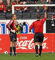 Fotball Tippeligaen 01.06.08 Rosenborg ( RBK ) - Viking, <br /> Thomas Myhre får det røde kortet,<br /> Foto: Carl-Erik Eriksson, Digitalsport
