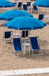 THEMENBILD - Sonnenstühle und Sonnenschirme an einem Sandstrand, aufgenommen am 24. Juni 2018 in Viareggio, Italien // Sun chairs and umbrellas on a sandy beach, Viareggio, Italy on 2018/06/24. EXPA Pictures © 2018, PhotoCredit: EXPA/ JFK