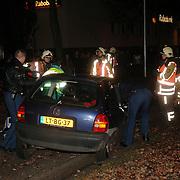 NLD/Huizen/20051223 - Ongeval met beknelling Huizermaatweg Huizen