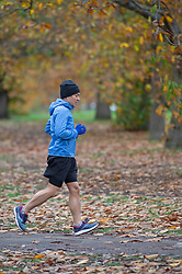 © Licensed to London News Pictures. 16/11/2020.  <br /> Greenwich, UK. A runner keeping fit. A cloudy grey autumnal start to the day as people get out and about in Greenwich park, London for their early morning lockdown exercise. Photo credit:Grant Falvey/LNP
