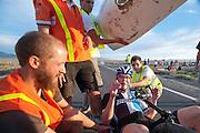 Jan Bos is gefinished op de tweede westrijddag van de WHPSC. In Battle Mountain (Nevada) wordt ieder jaar de World Human Powered Speed Challenge gehouden. Tijdens deze wedstrijd wordt geprobeerd zo hard mogelijk te fietsen op pure menskracht. Ze halen snelheden tot 133 km/h. De deelnemers bestaan zowel uit teams van universiteiten als uit hobbyisten. Met de gestroomlijnde fietsen willen ze laten zien wat mogelijk is met menskracht. De speciale ligfietsen kunnen gezien worden als de Formule 1 van het fietsen. De kennis die wordt opgedaan wordt ook gebruikt om duurzaam vervoer verder te ontwikkelen.<br /> <br /> Jan Bos at the finish of the second day at the WHPSC. In Battle Mountain (Nevada) each year the World Human Powered Speed Challenge is held. During this race they try to ride on pure manpower as hard as possible. Speeds up to 133 km/h are reached. The participants consist of both teams from universities and from hobbyists. With the sleek bikes they want to show what is possible with human power. The special recumbent bicycles can be seen as the Formula 1 of the bicycle. The knowledge gained is also used to develop sustainable transport.