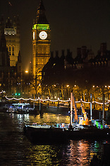 2017-01-19 Unexploded bomb found in Thames near Parliament