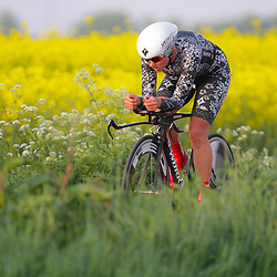 CYCLING 's-Heerenhoek: De eerste tijdrit voor vrouwen in het kader van de tijdritcompetitie werd verreden voorafgaand aan de omloop van Borsele. Chantal Blaak reed naar de tweede plek
