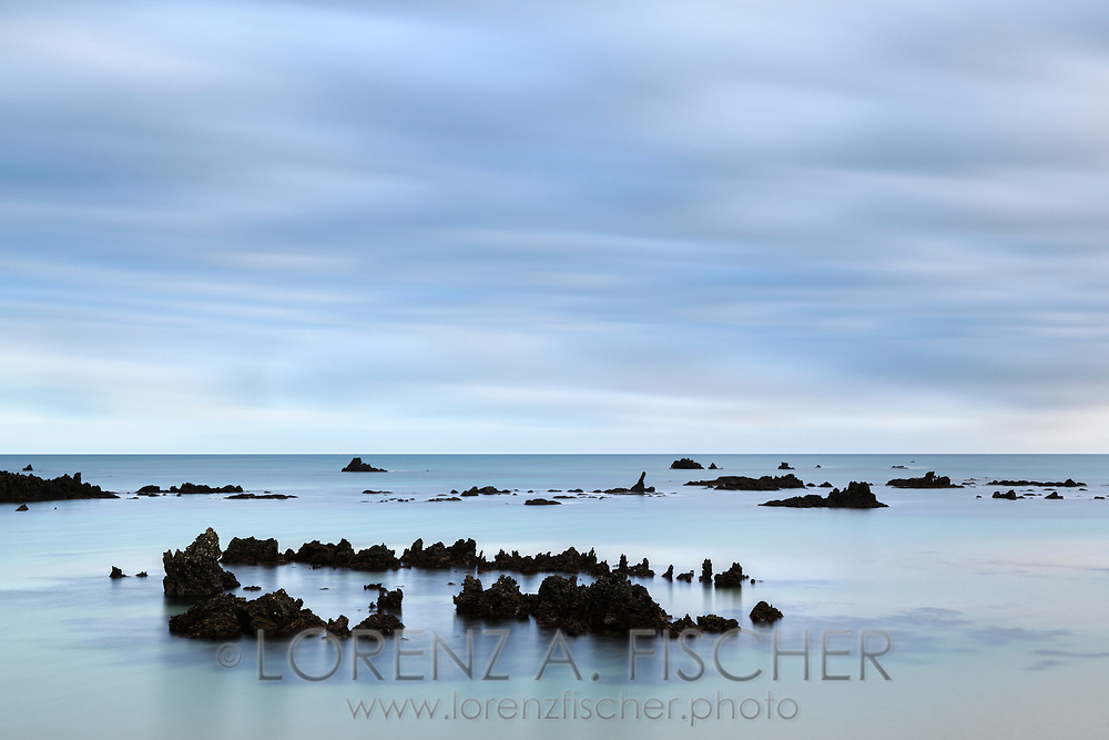 Dawn over a sand beach with rocks, Cantabria, Spain<br /> <br /> Morgendämmerung über einem Sandstrand mit Felsen, Cantabria, Spain