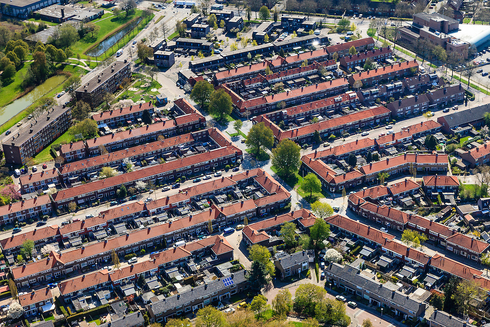 Nederland, Overijssel, Zwolle, 01-05-2013;<br /> de wijk Diezerpoort<br /> Residential area.<br /> luchtfoto (toeslag op standard tarieven);<br /> aerial photo (additional fee required);<br /> copyright foto/photo Siebe Swart.